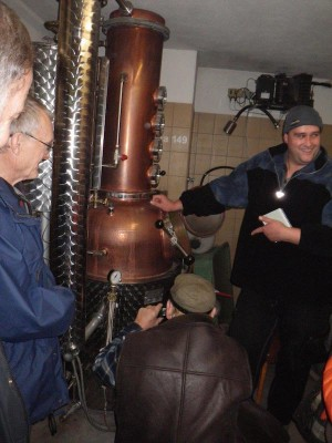 Martin M shows the distillery © Alfred Sandström RS